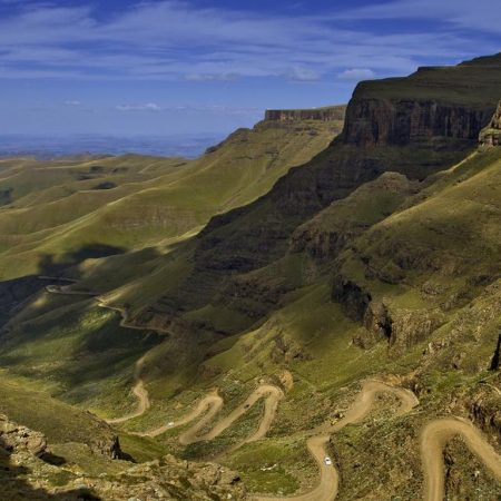 Sani_Pass_4x4_Trails.jpg.1366x768_q85_crop_upscale
